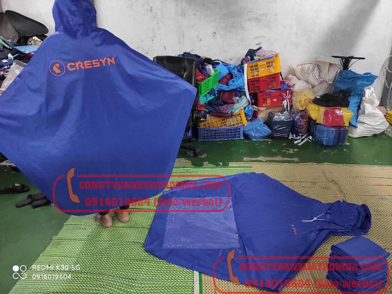 Xưởng sản xuất áo mưa vải dù dày nặng in logo tại hà Nội