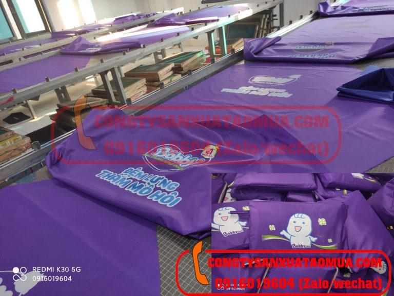 Xưởng trực tiếp in logo lên áo mưa